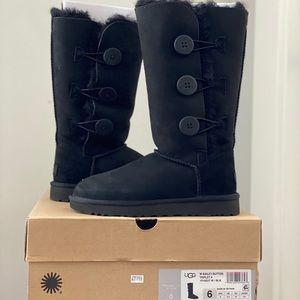 UGG Australia Bailey Button Boots in black NIB!